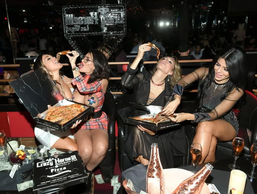 Jen Harley, Toochi Kash, Farrah Abraham, and Larissa Lima Eating Crazy Horse 3 Pizza
